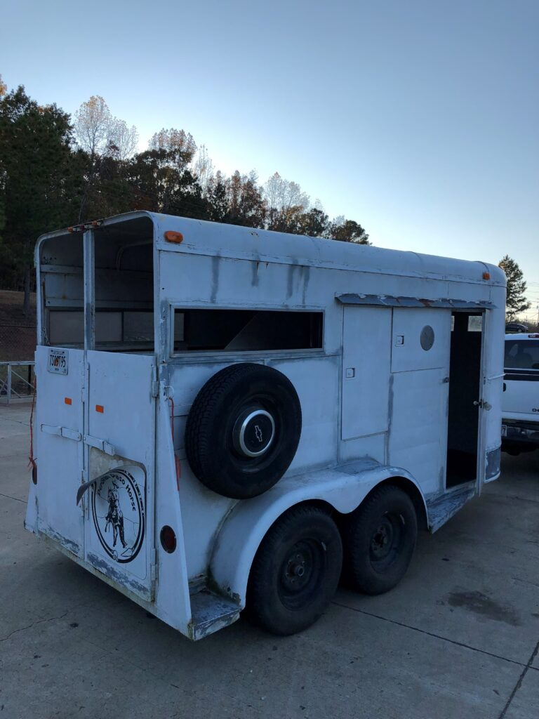 horse trailer before 3